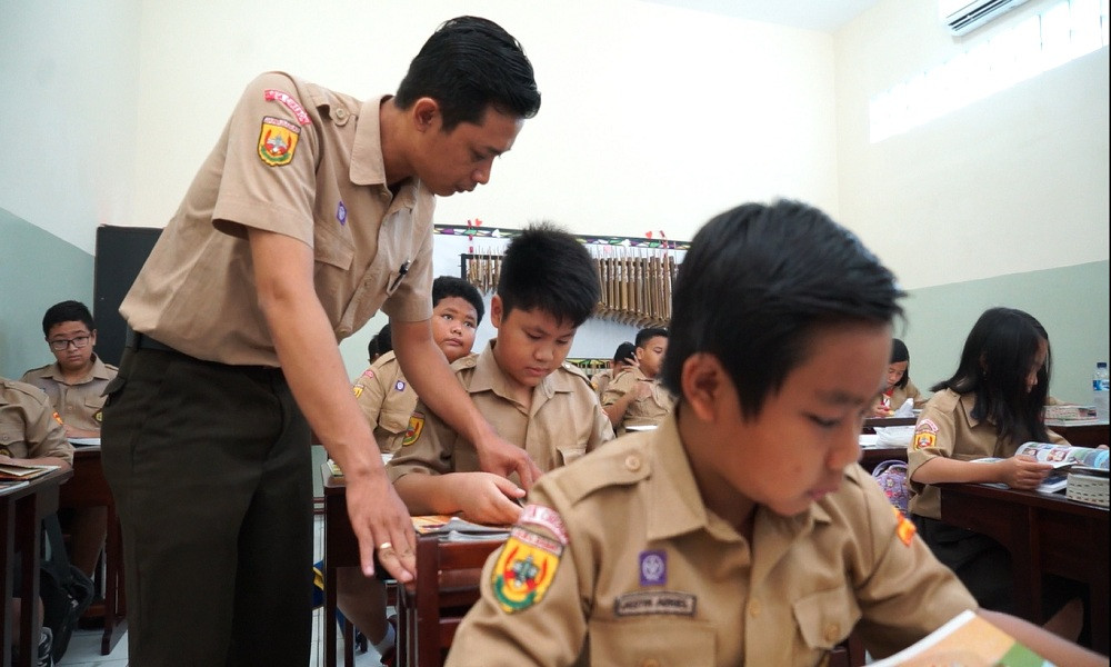 Bantuan Dirjen GTK untuk Guru Korban Tsunami di Legundi